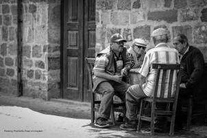 old drinkers ugur-peker-666870-unsplash