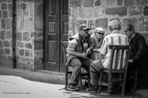 old drinkers ugur-peker-666870-unsplash
